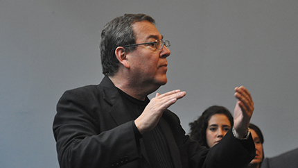 Fulbright alumnus David Ramirez directs a group of singers at his Costa Rican Promusica Choral Institute.
