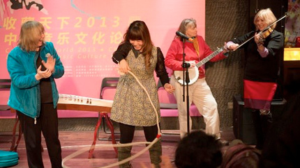A performance by Marcy Marxer, Cathy Fink and Barbara Lamb in Chengdu, Sichuan.