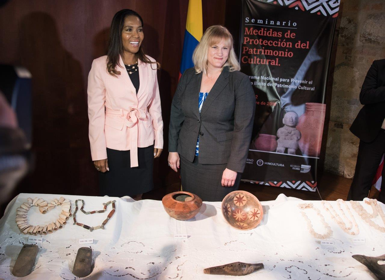 Minister of Culture Carmen Inés Vásquez Camacho and State Department Deputy Assistant Secretary Aleisha Woodward