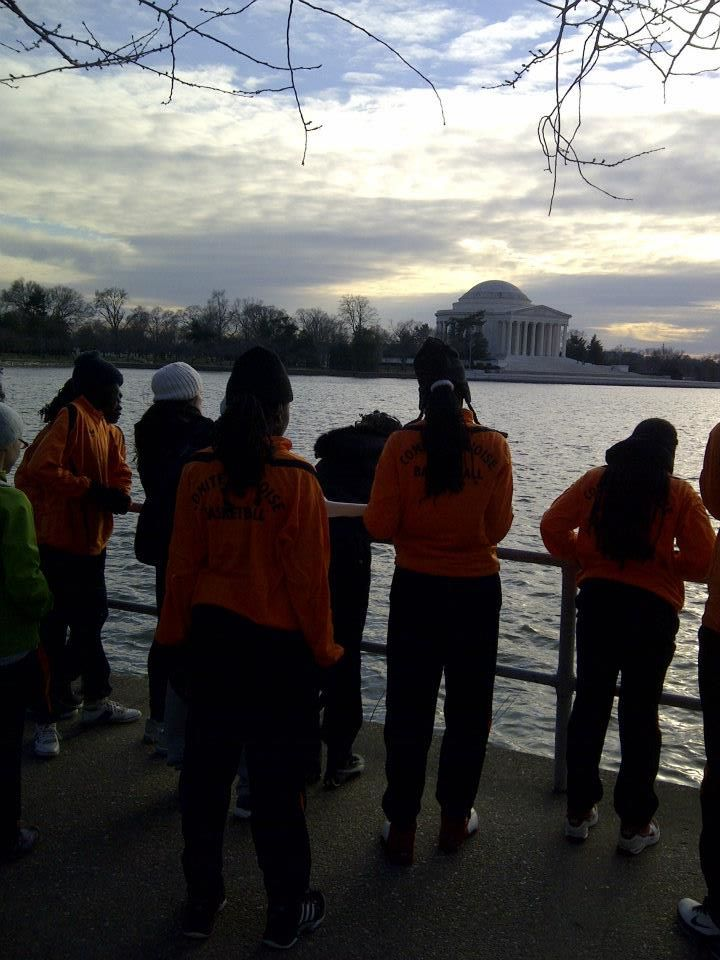 The delegation enjoys a running tour of the D.C. monuments.