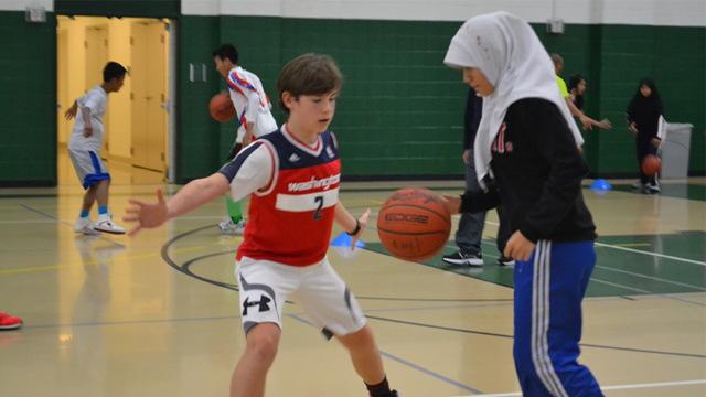 The visitors practice defense strategies with American counterparts during a clinic at George Mason University.