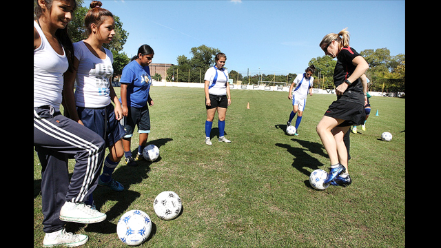 Amanda Cromwell teaches footwork skills to a group of teenage female players in Buenos Aires, Argentina.