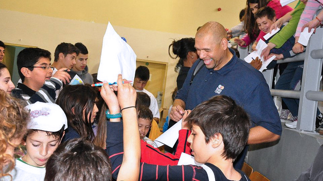Former NBA star Tracy Murray signs autographs in Athens, Greece.