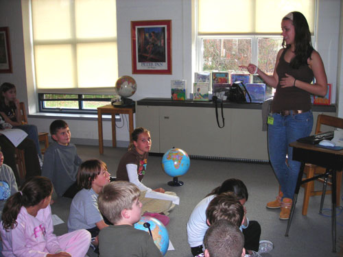 An A-SMYLE student gives a country presentation to American elementary school students.
