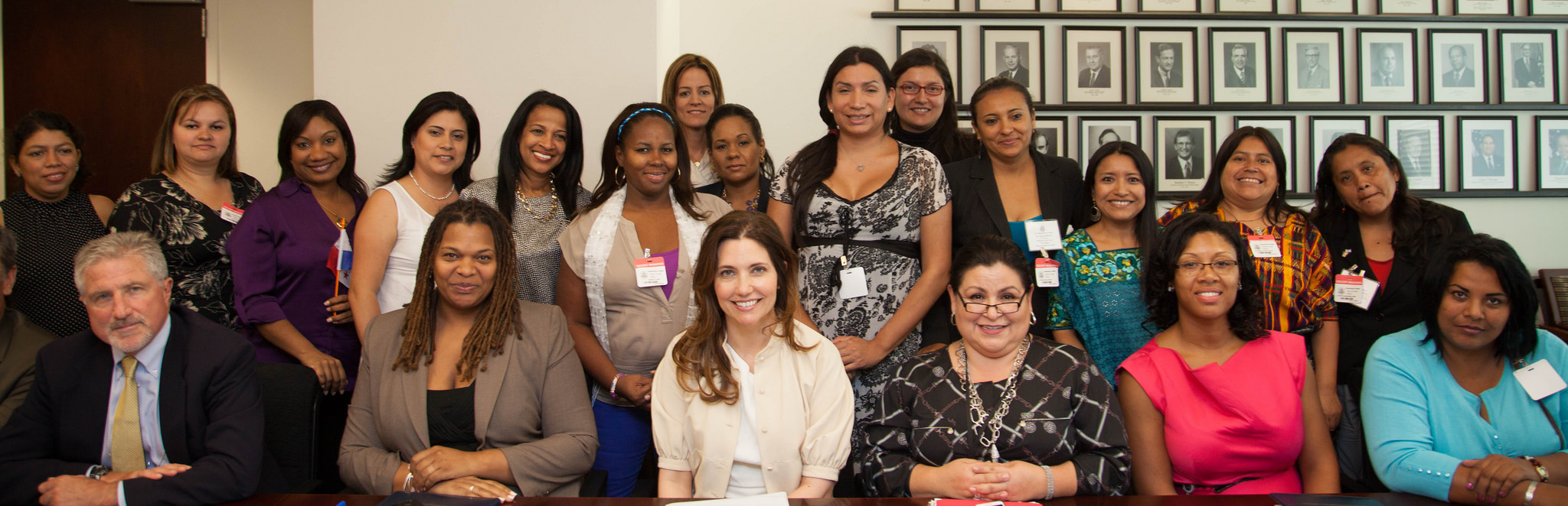 Assistant Secretary Ryan and the entire group of participants in the Mujeres Adelante program