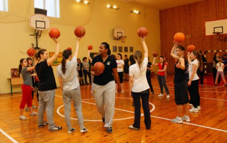 The girls basketball team works with Tamika Raymond on drills and skills.