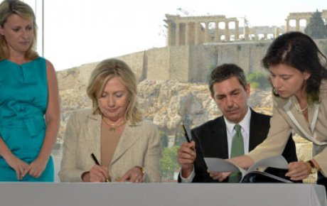U.S. Secretary of State Hillary Clinton and  Greek Minister of Foreign Affairs Stavros Lambrinidis signing the MOU