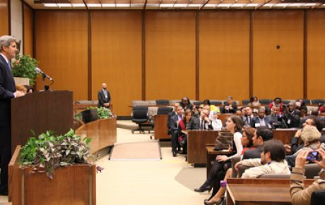 Photo of Secretary Kerry speaking to Murrow participants