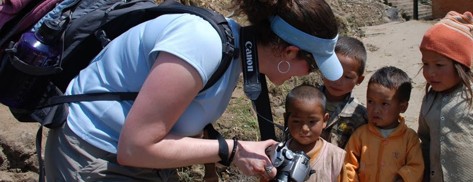 U.S. Student Michelle Kaufman shows her camera to children.