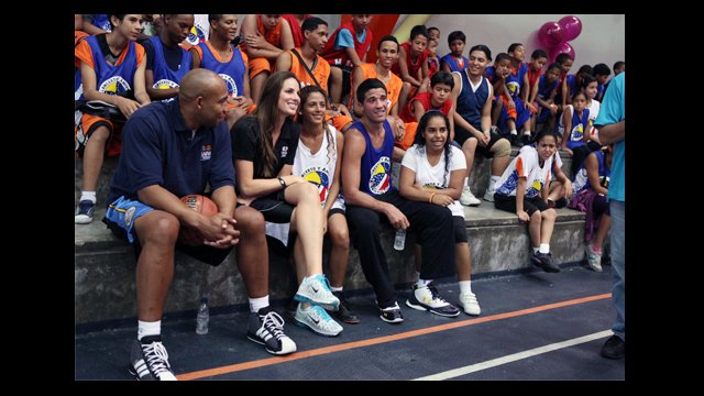 Darvin Ham, Kayte Christensen and Greivis Vasquez sit with clinic participants.