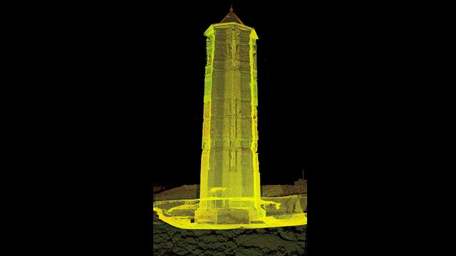 """Image of the Mas'ud III tower overlaid by """"point cloud"""" data from the laser scanner"""