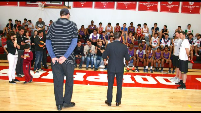 In front of more than 50 participants at the Sports Diplomacy clinic in Adana, the U.S. Consul General, John L. Espinoza and former NBA player Gheorghe Muresan explained the  significance of sport diplomacy