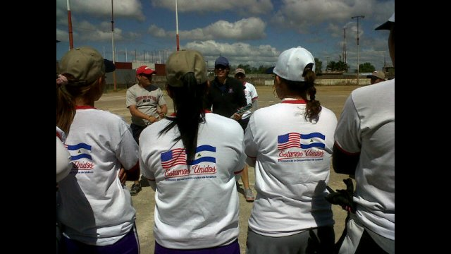 Jess Mendoza shares her expertise on batting with young Nicaraguan players.