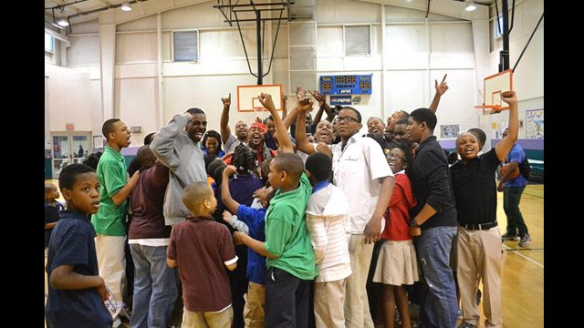 The South African coaches celebrate basketball with young people in Nashville, Tennessee.