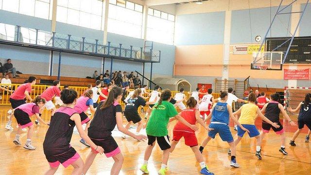 The Envoys lead an intensive clinic at Esperos Esperides Basketball Club-Kallithea, a Greek sports club.