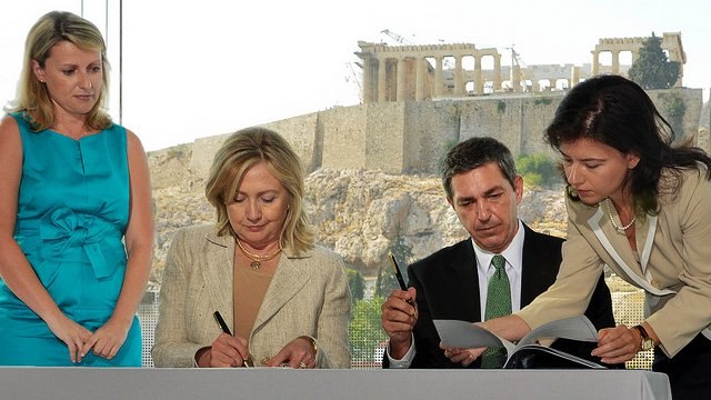 U.S. Secretary of State, Hillary Clinton, and Greek Minister of Foreign Affairs, Stavros Lambrinidis, signing the Memoranda of Understanding