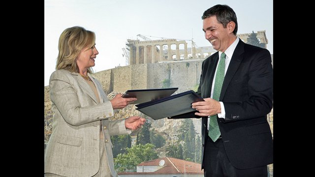 U.S. Secretary of State, Hillary Clinton, and Greek Minister of Foreign Affairs, Stavros Lambrinidis, exchanging the signed Memoranda of Understanding.
