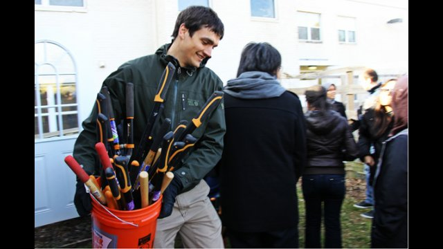Fulbright Foreign Students do volunteer work for Crossway Communities Montessori School as part of the Washington, D.C. Enrichment Seminar in March 2013.