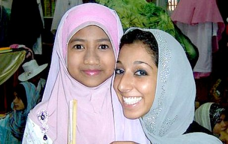 Lynn ElHarake, Fulbright English Teaching Assistants (ETA) to Malaysia, February 2011, with a student at The Muslim Girls' Fashion Club charity show in Terengganu.