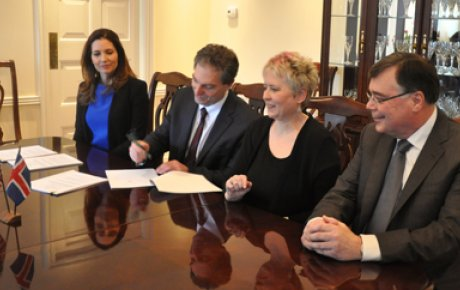 Photo of agreement signing with Assistant Secretary of State Evan Ryan, U.S.-Iceland Fulbright Commission director Belinda Theriault, National Science Foundation Arctic Section Head Eric Salzman, and Ambassador of Iceland Geir Haarde.