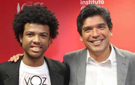 Renê Silva, from Voz das Comunidades, and Lázaro Cunha, director of Steve Biko Institute