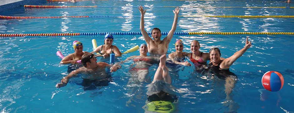 An American participant leads an adaptive aquatics training for Armenian swim instructors.